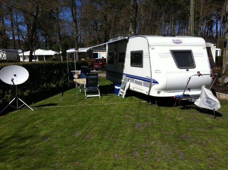Caravane dans notre camping de Arès à deux pas du bassin d'Arcachon