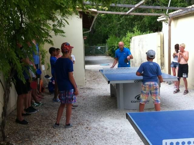 Scéance ping-pong pour les enfants près d'Arcachon